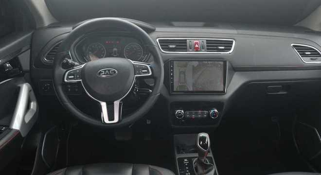 O modelo é comercializado por R$ 79.990 na variante T40 Plus MT e R$ 88.990 na versão CVT.