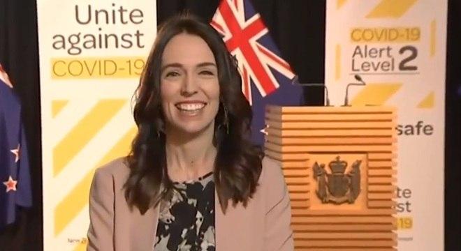 Primeira-ministra da Nova Zelândia comenta terremoto ao vivo na TV ...