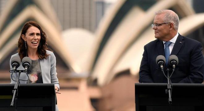 Jacinda e Morrison conversaram por conferência via internet sobre a covid-19