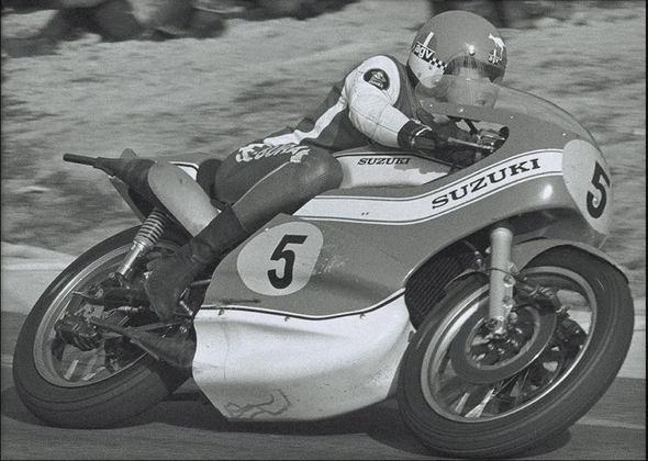 Jack Findlay foi o primeiro piloto a triunfar com uma moto de dois tempos em 1971