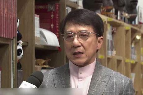 Jackie Chan deu uma entrevista à TV estatal da China