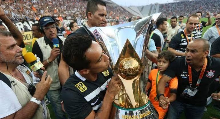 Jadson sonhava em encerrar a carreira no Corinthians. Foi dispensado. A mágoa é enorme