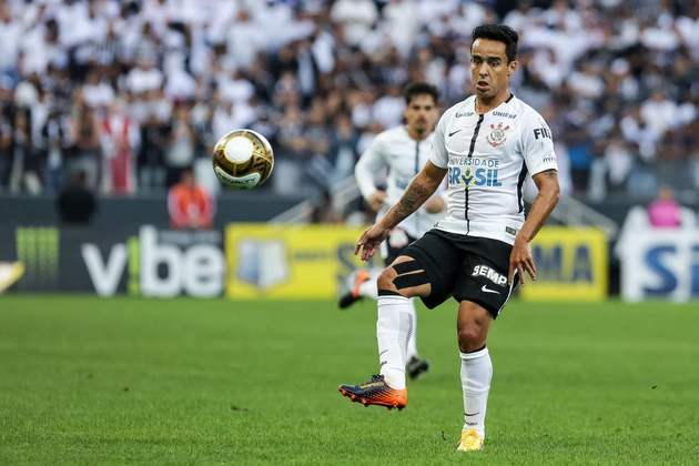 Jadson - deu duas assistências para Jô em 2017 - atualmente está sem clube desde que rescindiu com o Corinthians no início deste ano