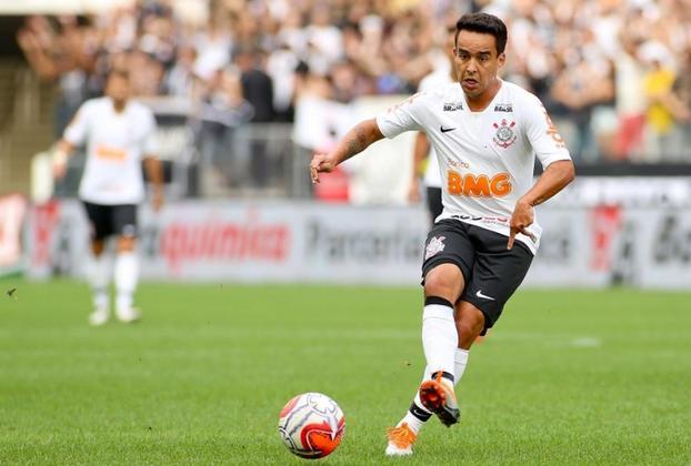 Jadson (Foto) - Pato / São Paulo - Corinthians - Representando o futebol brasileiro, uma troca entre dois clubes paulistas. Em 2014, Jadson, sem oportunidades no São Paulo, foi repassado para o Corinthians, enquanto Pato assinou um contrato de empréstimo por 2 anos. Atualmente, Pato está sem clube e Jadson está no Athletico-PR