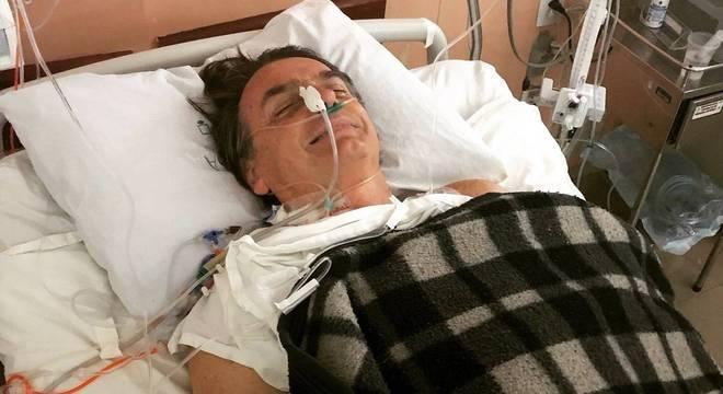 Bolsonaro levou uma facada durante campanha em Juiz de Fora (MG)