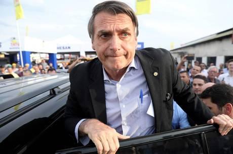 Bolsonaro permanece internado em hospital de SP