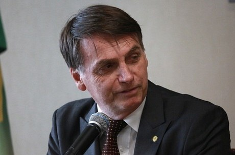 Jair Bolsonaro fala sobre Mais Médico no Twitter