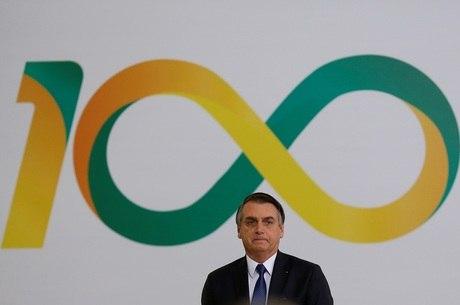 Bolsonaro participou da cerimônia do Dia da Vitória