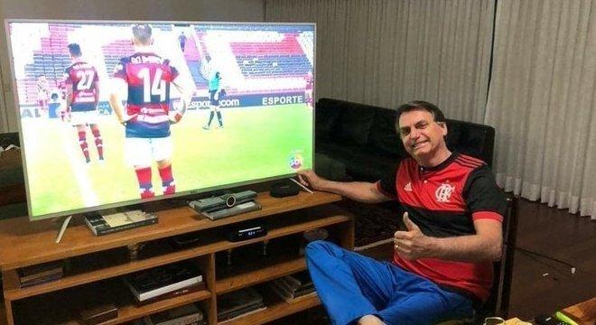 Jair Bolsonaro desfruta da histórica vitória sobre o monopólio da Globo