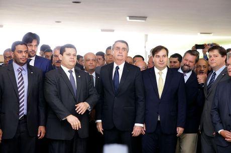 Bolsonaro entregou o texto ao Congresso nesta quarta