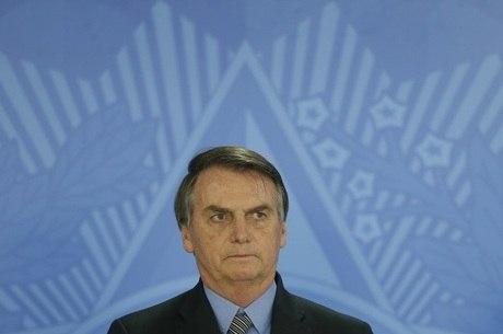 Bolsonaro assinou MP que pagará 13º a 13,5 milhões