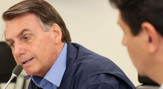 Jair Bolsonaro edita medida que suspende atendimentos de LAI