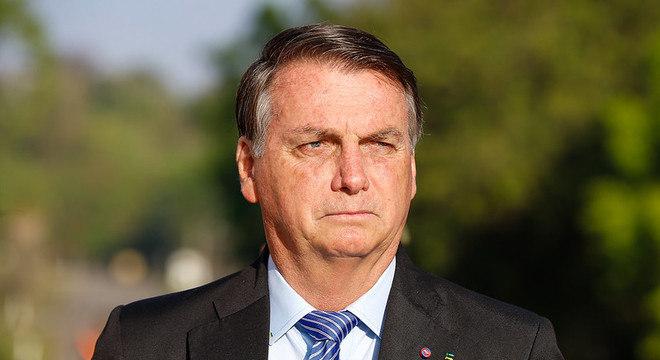 Bolsonaro passou por cirurgia nesta sexta-feira (26) para retirada de pedra