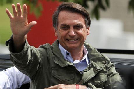 Bolsonaro estuda quem serão os próximos ministros