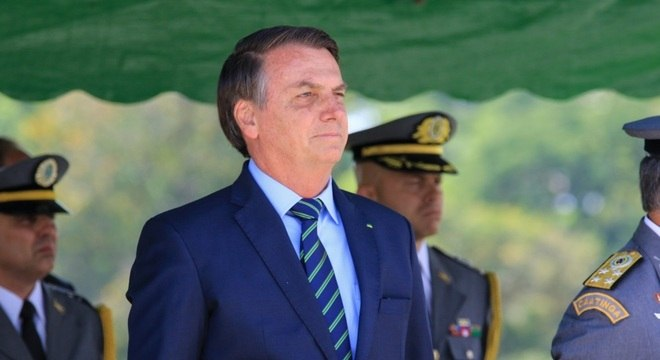 O presidente Jair Bolsonaro participa de solenidade na Academia das Agulhas Negras
