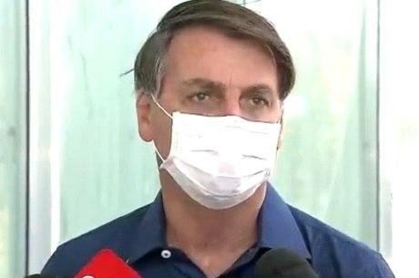 Na imagem, Bolsonaro em entrevista à Record TV