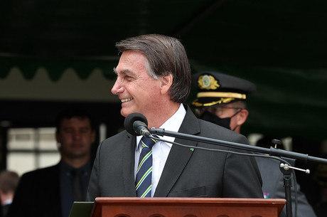Bolsonaro em visita aos cadetes da Aman