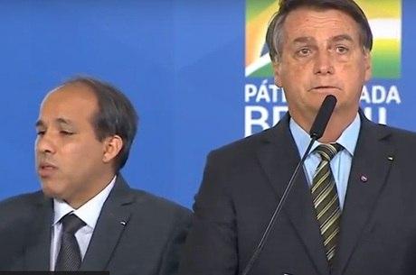 Bolsonaro diz que cloroquina salvou ministros