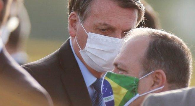 Mesmo recuperado da covid-19, Bolsonaro se queixa de uma infecção pulmonar