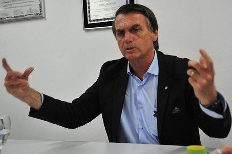 Bolsonaro segue internado em São Paulo