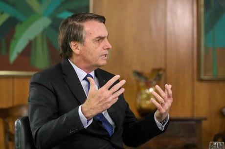 Bolsonaro diz que governo busca alavancar economia
