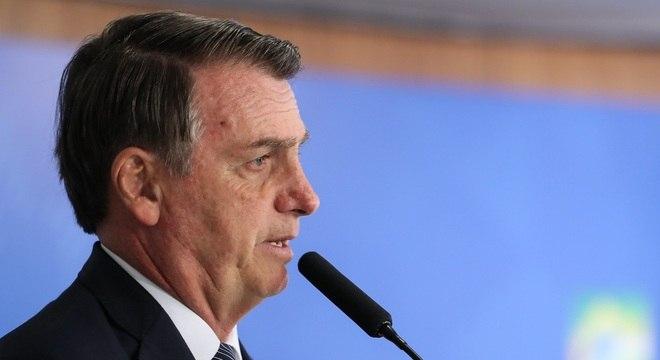 Bolsonaro falou no Twitter que não vai regular a mídia