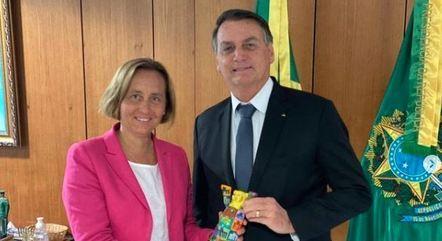 Na imagem, Beatrix von Storch e Jair Bolsonaro