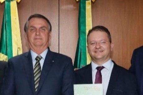 Bolsonaro ao lado do secretário Carlos Nadalim