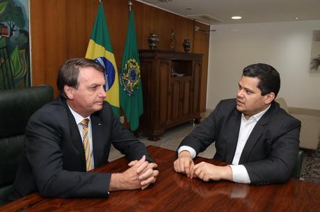 Jair Bolsonaro com Davi Alcolumbre