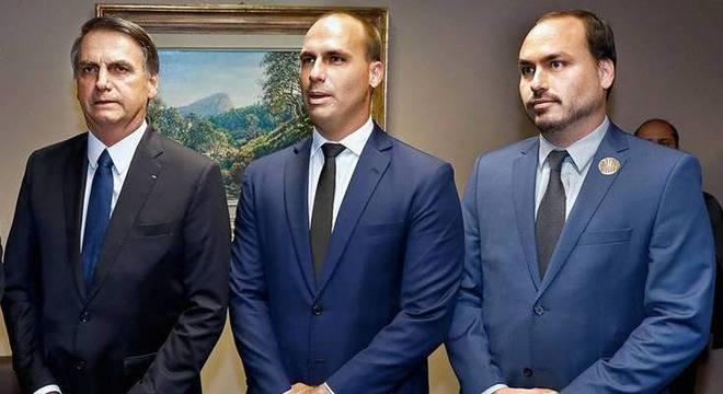 Jair, Eduardo e Carlos Bolsonaro foram alvos de hackers