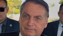 """Bolsonaro a apoiadores: """"Tem que todo mundo comprar fuzil"""""""