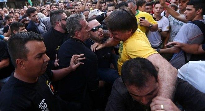 Jair Bolsonaro levou uma facada em ato de campanha em Juiz de Fora (MG)