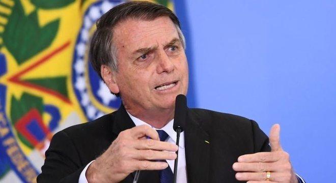 Bolsonaro cortou R$ 819 milhões dos R$ 4,1 bilhões de verba não obrigatória da Capes e anunciou o congelamento de bolsas ociosas