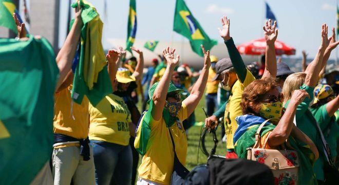 Apoiadores do presidente Bolsonaro durante manifestação no Palácio da Alvorada