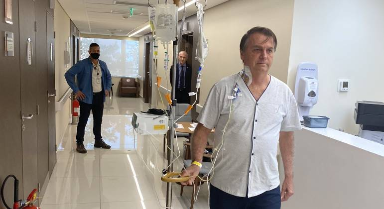 Presidente Bolsonaro tem apresentado melhora na saúde e já receberá dieta cremosa