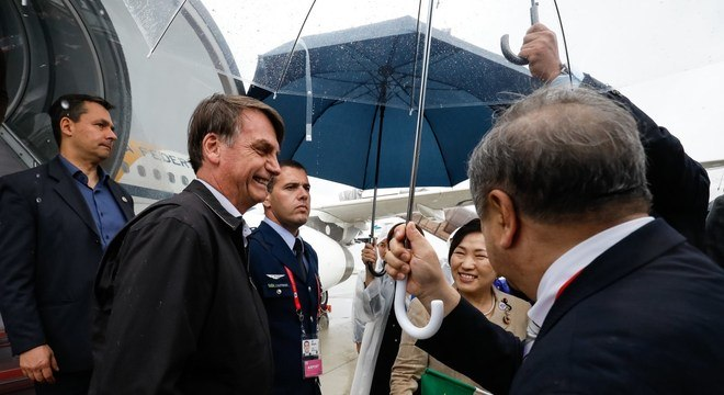 Bolsonaro logo ao desembarcar em Osaka, no Japão