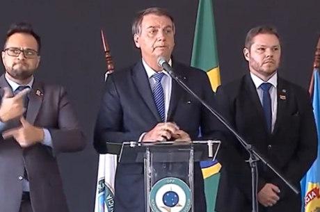 Jair Bolsonaro participa de formatura de policiais