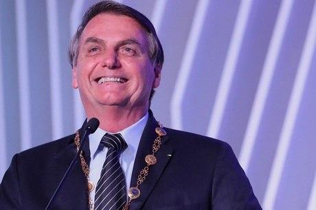 """Bolsonaro: """"Devemos, sim, voltar à normalidade"""""""