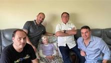 Bolsonaro se reúne com a mãe e três filhos em Eldorado (SP)