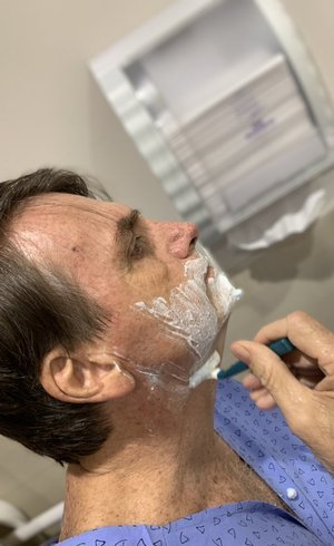 Bolsonaro está sem febre e apresenta melhoras
