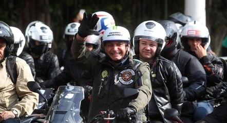 Na imagem, Bolsonaro em motociata em SP