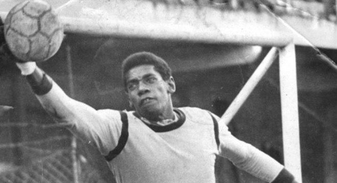 Jairo foi o jogador que mais vestiu a camisa do Coritiba em todos os tempos 8b6928fbf113e