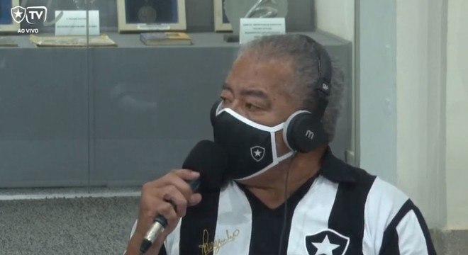 Jairzinho na Botafogo TV. O ídolo mostrou seu machismo na tevê oficial do clube