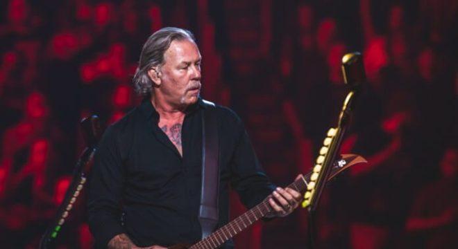 James Hetfield com o Metallica no S&M2 em 2019