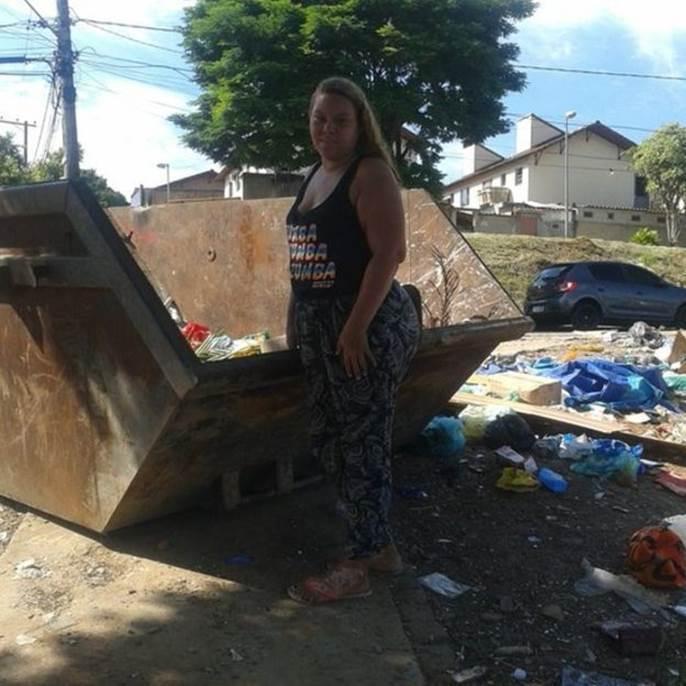Janaina de Melo sustenta três filhos e o marido desempregado com dinheiro que ganha como catadora de material reciclado