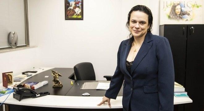 Deputada estadual critica partidos e fala sobre candidatura avulsa