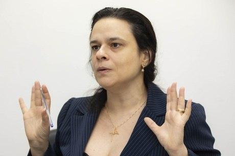 Janaína é uma das autoras do projeto de lei