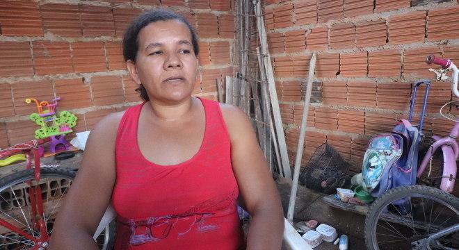 Jane Martins Nunes trabalha como faxineira, mas não consegue emprego por causa da pandemia e conta com a ajuda do Projeto Nova Canaã