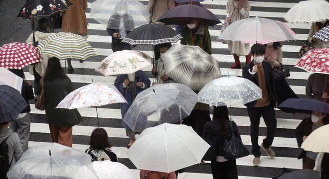Tufão pode chegar a Tóquio no sábado (10)