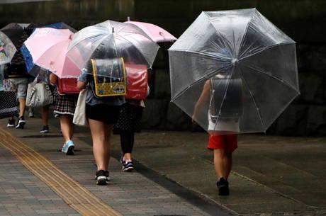 Escolas em Tóquio reabrem depois de três meses